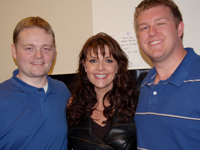 David Read (l), Stargate actor Amanda Tapping and Darren Sumner. Copyright Gateworld.net